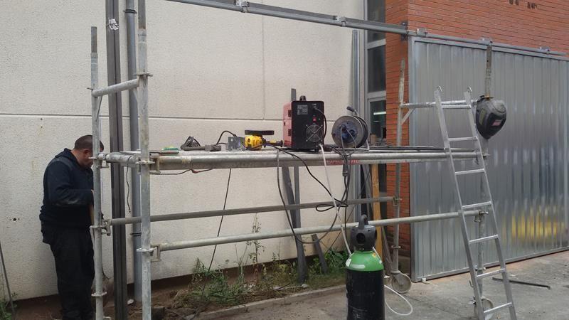 Cerramiento y huecos puertas instalacion de puertas - Instalacion puerta corredera ...