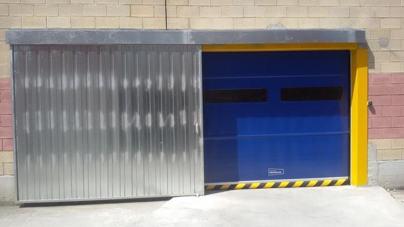 Puerta rapida enrollable y puerta corredera colgada global lift s l u - Puertas correderas colgadas ...
